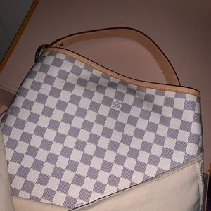 Louis Vuitton purse-only used maybe 2 times